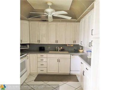 Deerfield Beach Condo/Townhouse For Sale: 2064 Oakridge F #2064