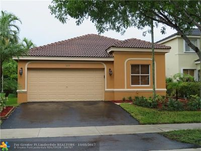 Weston Single Family Home For Sale: 1039 Bluewood Ter