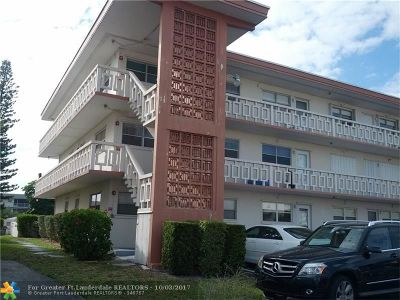Hallandale Condo/Townhouse For Sale: 467 Golden Isles Dr #101