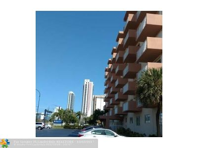 Hallandale Condo/Townhouse For Sale: 2200 E Hallandale Beach Blvd #212