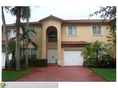 Davie Condo/Townhouse For Sale: 241 W Forest Oak Cir #241