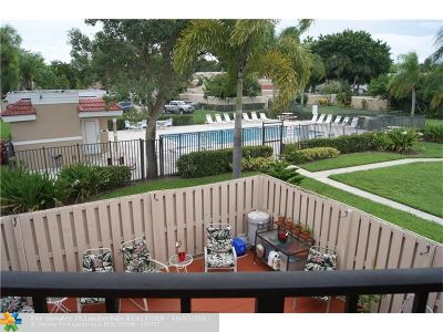 Delray Beach Condo/Townhouse For Sale: 4025 Village Dr #C