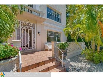 Miami Beach Condo/Townhouse For Sale: 1611 Michigan Ave #2