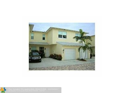 Deerfield Beach Condo/Townhouse For Sale: 826 SE 4th Ct #826