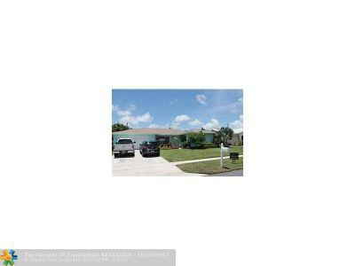 Boynton Beach Single Family Home For Sale: 2523 SW 12th St