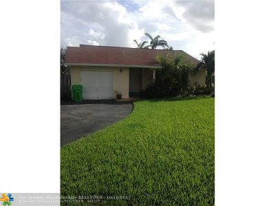 Sunrise Single Family Home For Sale: 3207 NW 104th Ter