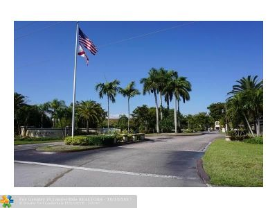 Coconut Creek Condo/Townhouse For Sale: 811 Lyons Rd #20-106