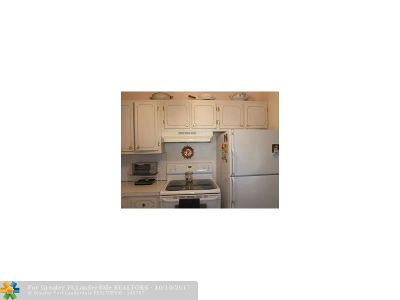 West Palm Beach Condo/Townhouse For Sale: 221 Oxford 200 #221