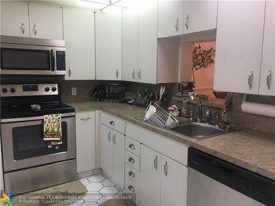 Coconut Creek Condo/Townhouse For Sale: 2504 Antigua Ter #L2