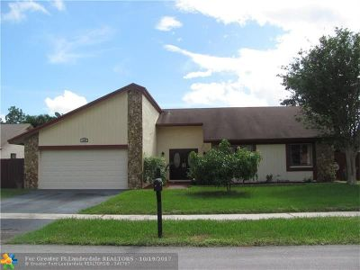 Lauderhill Single Family Home For Sale: 8330 NW 54th St