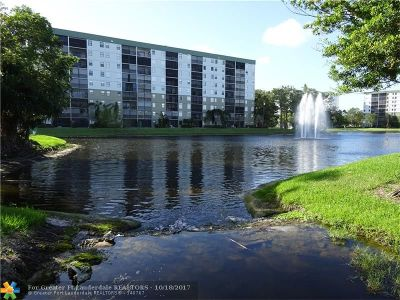 Pompano Beach Condo/Townhouse For Sale: 2222 N Cypress Bend Dr #203