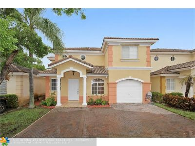 Hialeah Condo/Townhouse For Sale: 7347 NW 173rd Dr #101