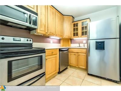 Wilton Manors Condo/Townhouse For Sale: 12 NE 19th Ct #106A