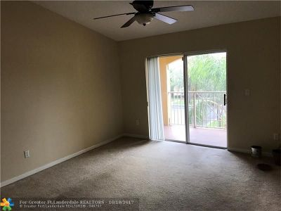 Coconut Creek Condo/Townhouse For Sale: 5550 NW 61st St #526