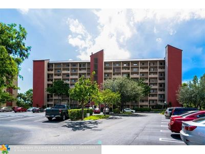 Pompano Beach Condo/Townhouse For Sale: 2206 S Cypress Bend Dr #301