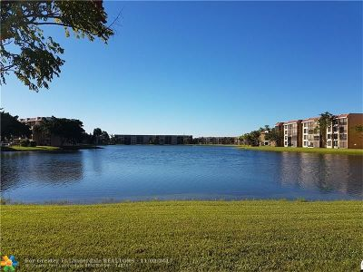 Margate Condo/Townhouse For Sale: 5803 Coral Lake Dr #5803