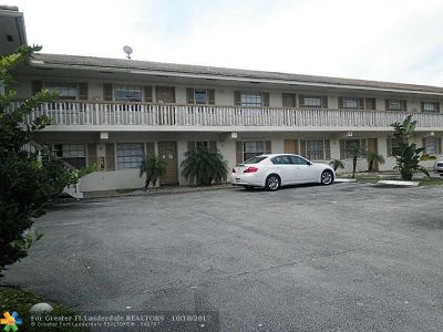 Coral Springs Condo/Townhouse For Sale: 3990 Woodside Dr #21