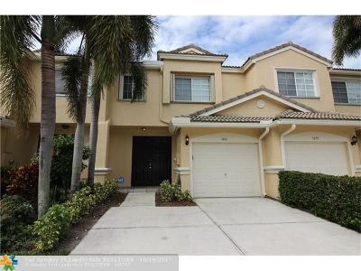 Coconut Creek Condo/Townhouse For Sale: 5843 NW 48th Ave #5843
