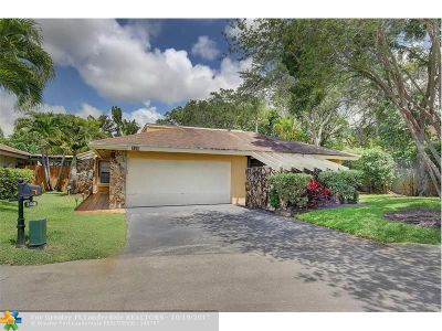 Broward County Single Family Home For Sale: 100 Kensington Rd