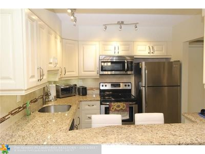 Margate Condo/Townhouse For Sale: 5660 SW 3rd Pl #112