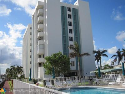 Pompano Beach Condo/Townhouse For Sale: 3210 SE 10th St #5E