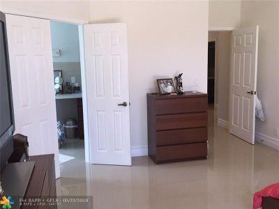 Boynton Beach Single Family Home For Sale: 4960 Pine Tree Dr