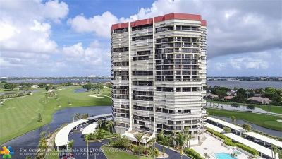 West Palm Beach Condo/Townhouse For Sale: 1900 Consulate Pl #1902
