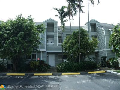 Lauderdale Lakes Condo/Townhouse For Sale: 3453 NW 44th St #207