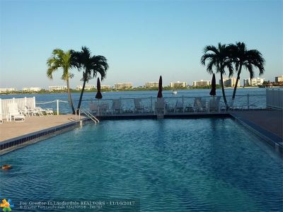 Lake Worth Condo/Townhouse For Sale: 1516 S Lakeside Dr #411