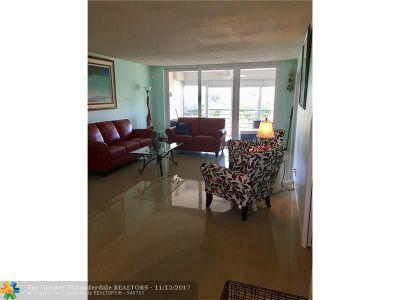 Pompano Beach Condo/Townhouse For Sale: 555 Oaks Ln #403