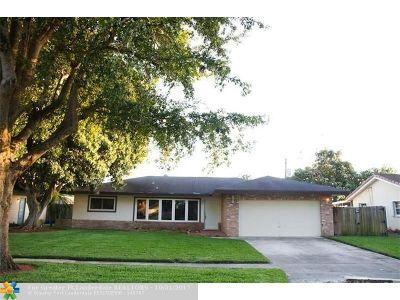 Boca Raton Single Family Home For Sale: 24 Burning Tree Ln