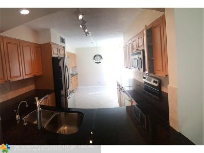 Boynton Beach Condo/Townhouse For Sale: 11205 Green Lake Dr #101