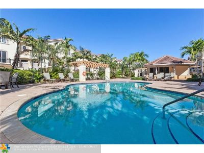 Oakland Park Condo/Townhouse For Sale: 2042 Coral Heights #102
