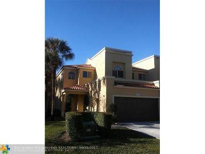 Boca Raton Condo/Townhouse For Sale: 10542 Lake Vista Cir #1