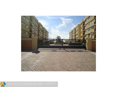 Hillsboro Beach Condo/Townhouse For Sale: 1239 Hillsboro Mile #302