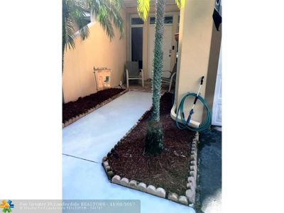 Coral Springs Condo/Townhouse For Sale: 9808 Royal Palm Blvd #9808