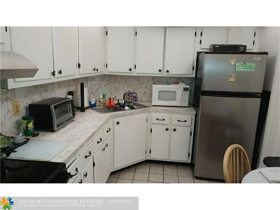 Oakland Park Condo/Townhouse For Sale: 659 NW Oakland Park Bld #108C