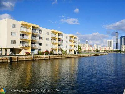 North Miami Beach Condo/Townhouse For Sale: 3944 NE 167th St #106