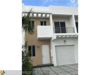 Doral Condo/Townhouse For Sale: 7119 NW 102 Pl #7119