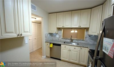 Margate Condo/Townhouse For Sale: 3071 Holiday Springs Blvd #101