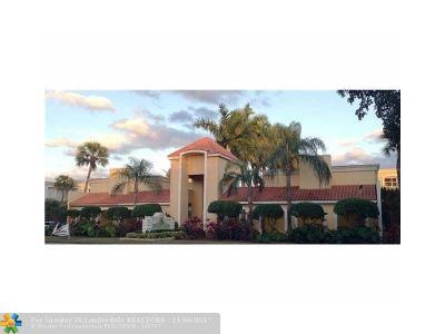 Hialeah Condo/Townhouse For Sale: 18111 NW 68th Ave #G202