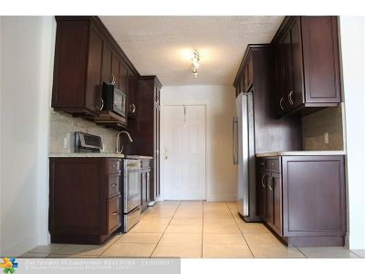 Oakland Park Condo/Townhouse For Sale: 850 E Commercial Blvd #130D