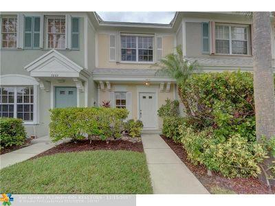 Tamarac Condo/Townhouse For Sale: 7871 Dixie Beach Cir #7871