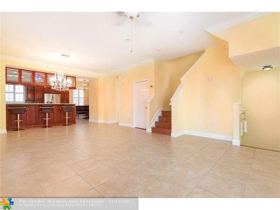 Fort Lauderdale Condo/Townhouse For Sale: 1033 NE 17th Way #601