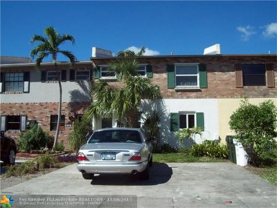 Coconut Creek Condo/Townhouse For Sale: 257 Sunshine Dr #257
