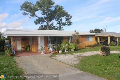 Oakland Park Single Family Home For Sale: 675 NE 40th St
