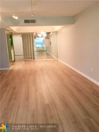 Boca Raton Condo/Townhouse For Sale: 23345 Carolwood Lane #108