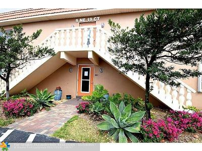 Wilton Manors Condo/Townhouse Backup Contract-Call LA: 9 NE 19th Ct #220C