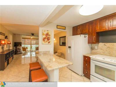 Sunrise Condo/Townhouse For Sale: 9620 Sunrise Lakes Blvd #211