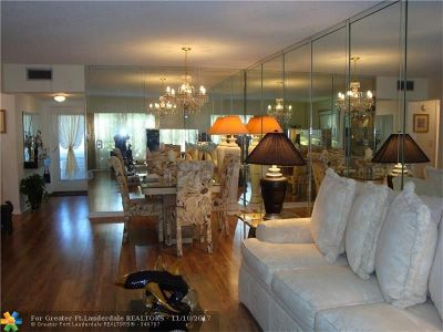 Margate Condo/Townhouse For Sale: 7827 Golf Circle Dr #201